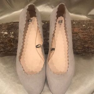 H&M CREAM TAN FLATES SZ 40